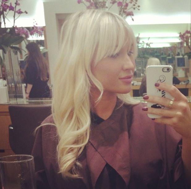 Pregnant Billie Faiers gets long blonde hair extensions - photo!
