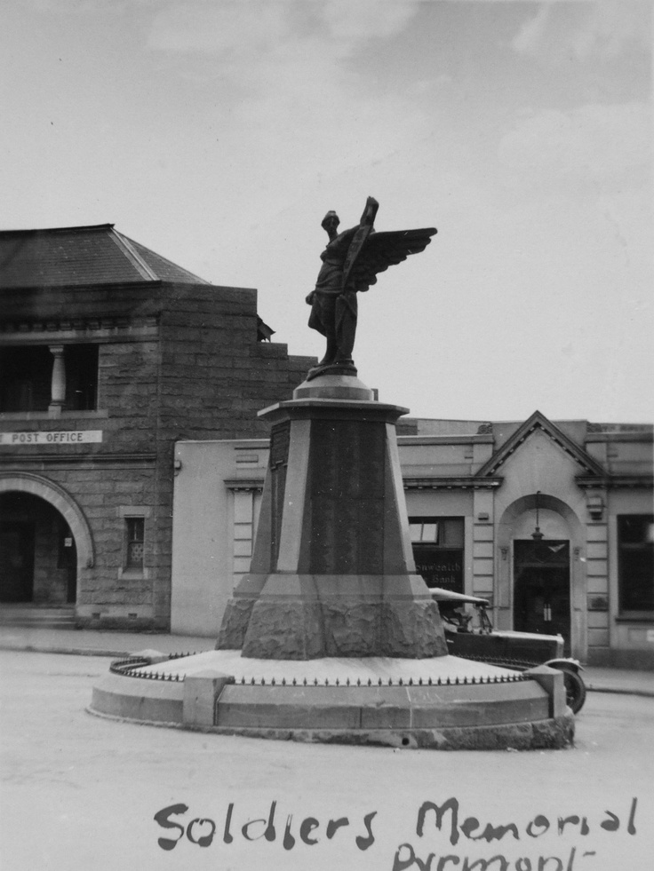 """Soldiers Memorial, Pyrmont – Photo taken in 1932 - """"Raised in honour of the men of Pyrmont and Ultimo who served their country during the Great war 1914-1918. Erected by the people of these districts."""" Photo courtesy of City of Sydney Archives.     **"""