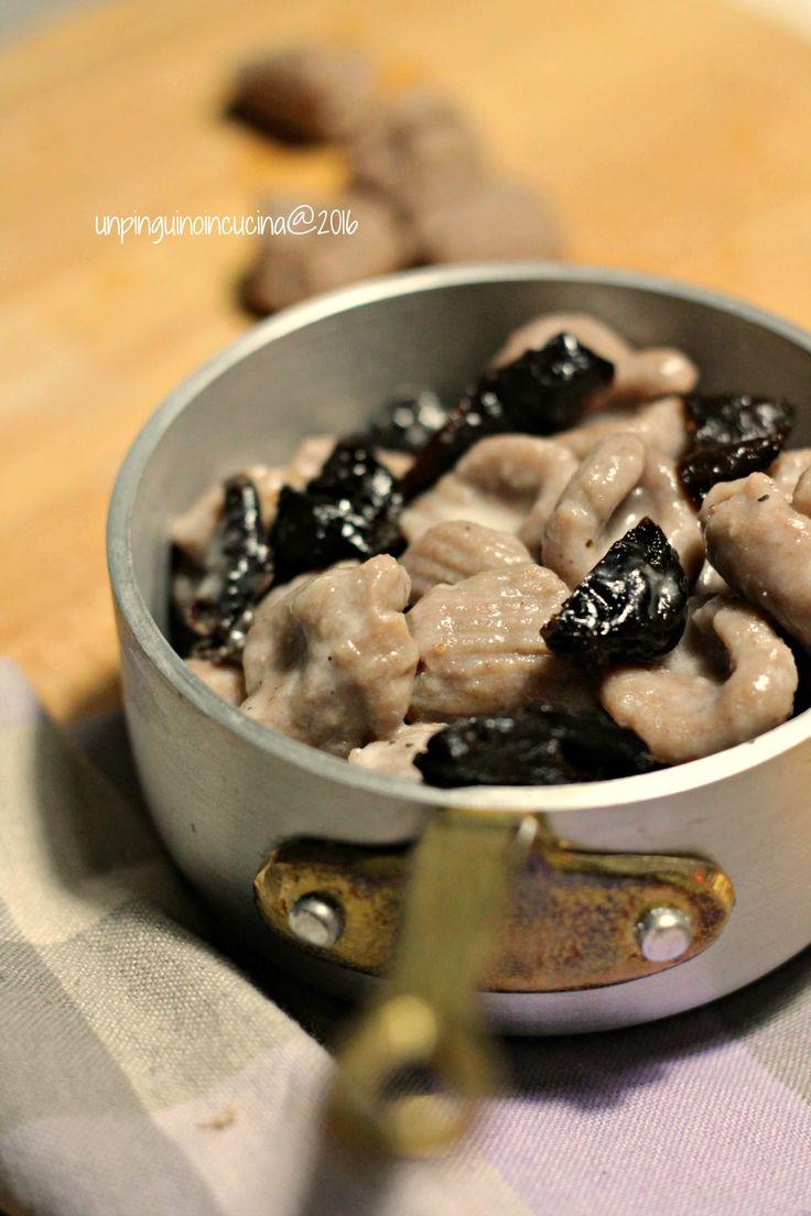 Chestnut Gnocchi with Pecorino Cheese, Pepper and Sun-dried Plums - Gnocchi di castagne al cacio e pepe con prugne secche | Un Pinguino in Cucina