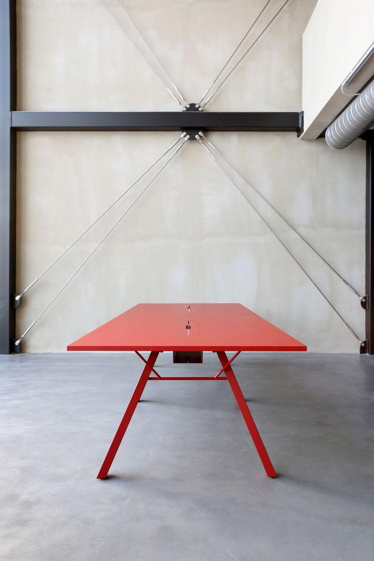 LAB Table de réunion avec passe-câbles Collection Lab by Inno Interior Oy design Harri Korhonen