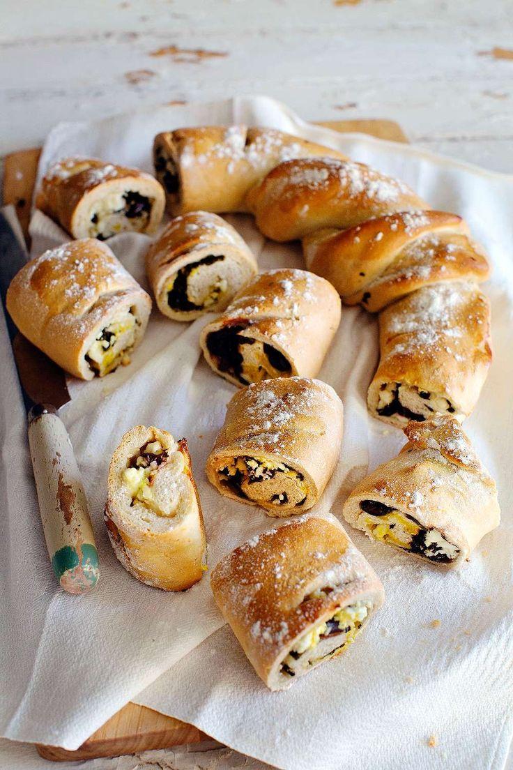 Ett urgott bröd med grönkål, fetaost och oliver som passar perfekt till soppor och grytor