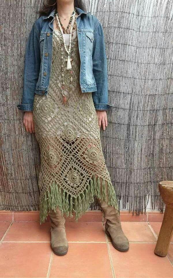 Pinspiration -Crochet dress. Платье связано крючом из #бабушкин #квадрат                                                                                                                                                     Mais