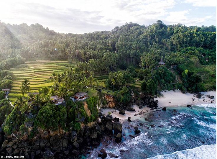 Nihiwatu beach, meaning 'mortar stone', was named by the early Sumbanesesettlers for its isolated rock formation along the tide