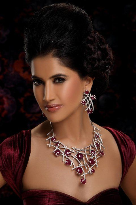 Delicately crafted set with the romance of ruby studded beautifully in between the love of diamonds.