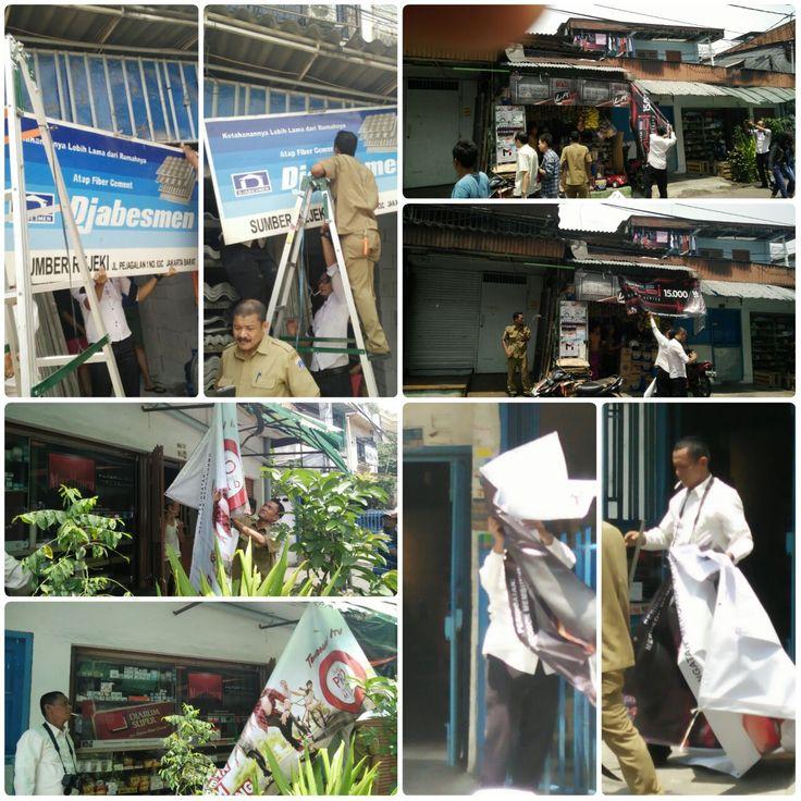 Penertiban reklame oleh UPPD Tambora