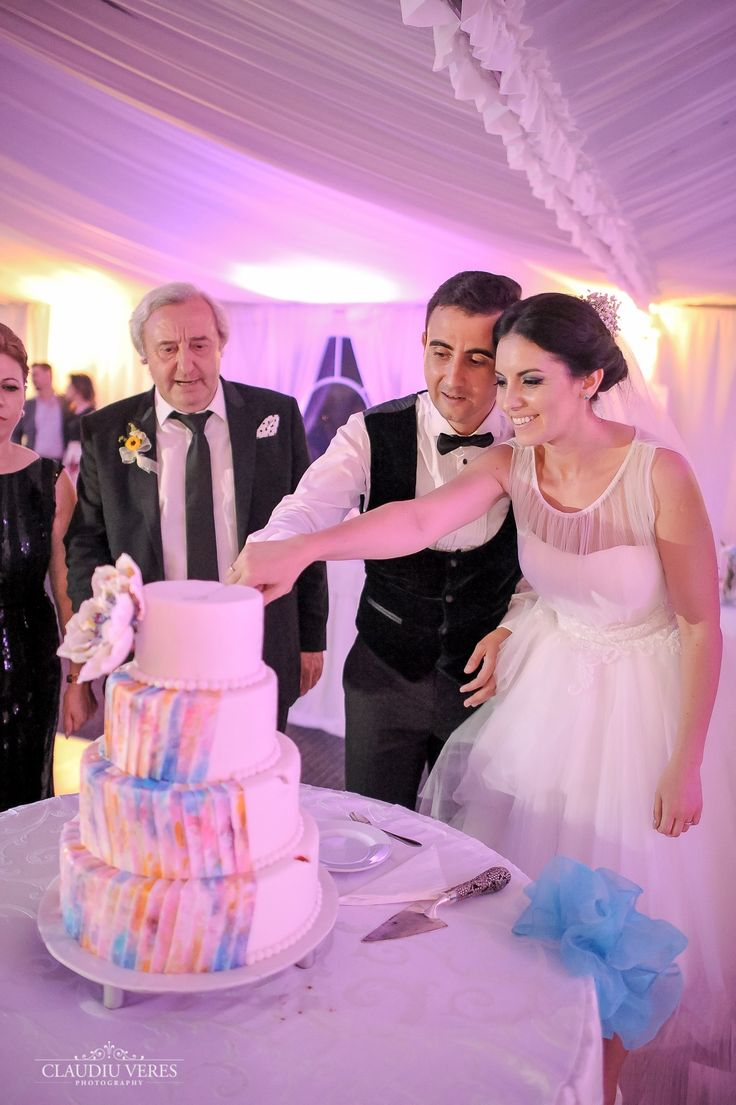 wedding cake full of colors but very elegant