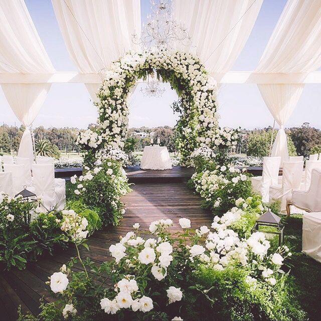 Ceremony florals #AllAboutPosh #Planner www.allaboutposh.com