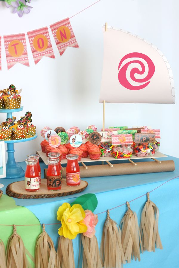Moana boat - Tropical Hawaiian Moana birthday party ideas
