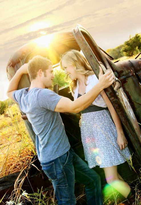 Posing with the truck.Engagement Pictures, Photos Ideas, Boyfriends Pictures Poses, Engagement Photos, Country Couples Pics, Old Trucks, Country Couples Poses, Country Couples Pictures Ideas, Country Boyfriends Photography