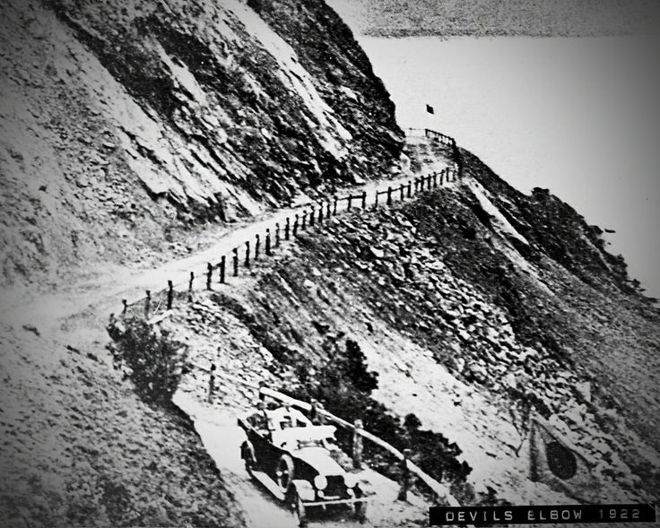 Devil's Elbow, soon after construction, on the Great Ocean Road.