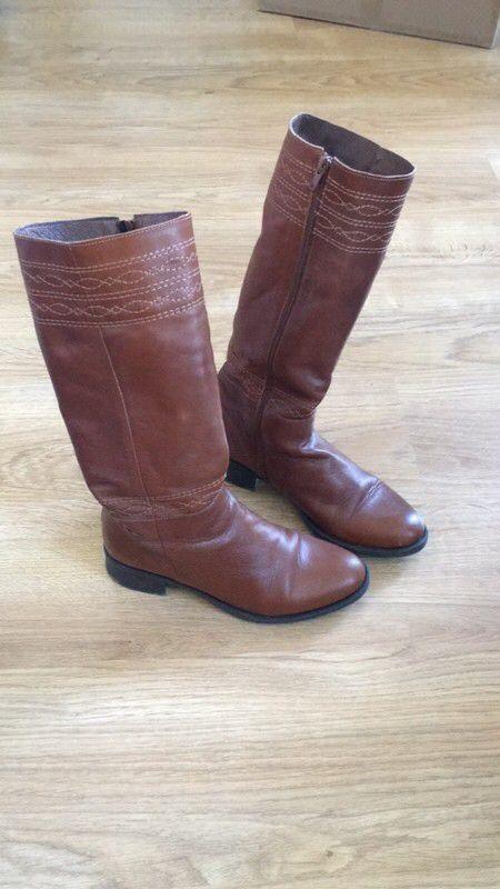 Bottes en cuir marron talon 5 cm taille 38 San Marina ! Taille 38  à seulement 55.00 €. Par ici : http://www.vinted.fr/chaussures-femmes/bottes-and-bottines/30440290-bottes-en-cuir-marron-talon-5-cm-taille-38.