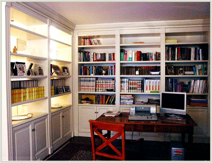 Another cool bookshelf/storage built-in.