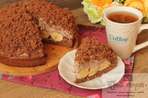 Торт «Норка крота» — «Maulwurfkuchen Torte» http://www.tvoy-tort.ru/biskvitnyie-tortyi/tort-norka-krota-maulwurfkuchen-torte.html  Сегодня будем готовить торт со смешным названием «Норка крота». Торт получается куполообразной формы, с темным бисквитом снизу, бисквитной крошкой сверху, а внутри бананы и очень вкусный сливочно-творожный крем. Готовится такой торт несложно, а в результате получается очень нежным и домашним. Ингредиенты: Для бисквита: Пшеничная мука — 180 грамм, Сахарный песок —…