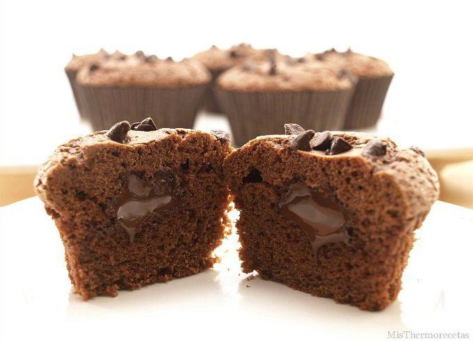 Magdalenas de chocolate con corazón de chocolate - MisThermorecetas.com