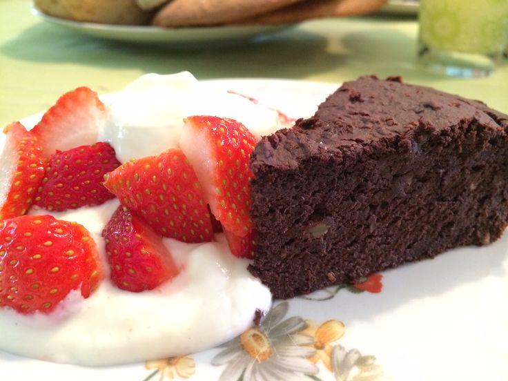 Een heerlijke chocolate treath waarbij je je niet schuldig hoeft te voelen! Check nu snel het gezonde brownie recept van Miss Healthy & Happy!