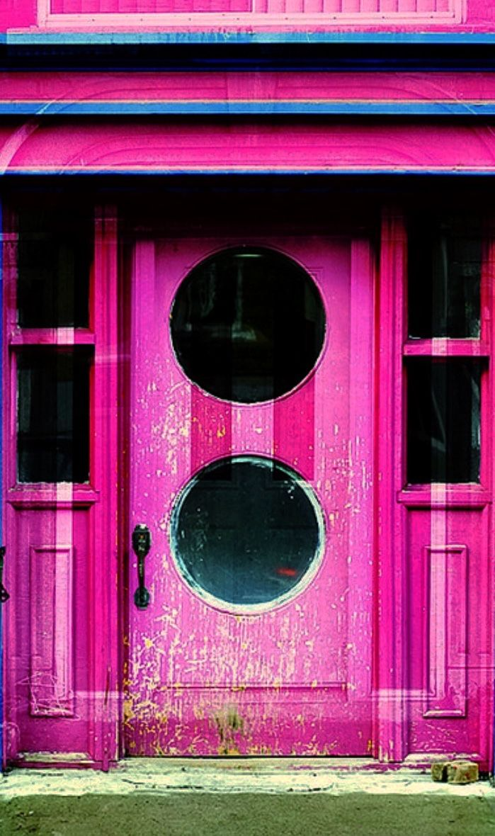 Montreal, Quebec, Canada…….WHAT IS THE COLOR OF THIS DOOR (??)…….THEY HAVE TO BE A VERY COLORFUL FAMILY TO NOTE BE TEMPTED TO RE-PAINT IT……..MAYBE SOME YELLOW AND LIME POLKA DOTS WOULD TONE IT DOWN, HUH (??)………….ccp