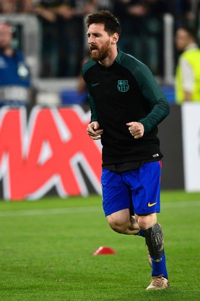Barcelona's Argentinian forward Lionel Messi warms up before the UEFA Champions League quarter final first leg football match Juventus vs Barcelona, on April 11, 2017 at the Juventus stadium in Turin.  / AFP PHOTO / MIGUEL MEDINA