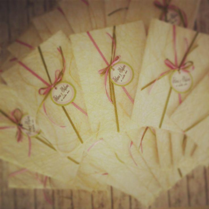 Libretti Nozze realizzati interamente a mano, copertina in abaca decorata con nastrini e etichetta personalizzata