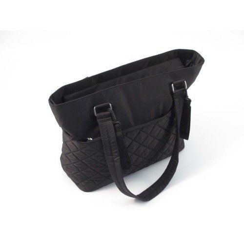Summer Infant Quilted Tote Changing Bag (Black / Jet) — £29.99 Features: Insulated bottle pocket, with additional plastic lined bottle pocket. Main zip top compartment with two large elastic storage pockets. Changing pad included. Two removable pushchair/stroller attachment straps. Two large zipper side pockets.