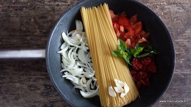 """Le """"One Pot Pasta"""" : le plat de pâtes où tout cuit dans une poêle en même temps !"""