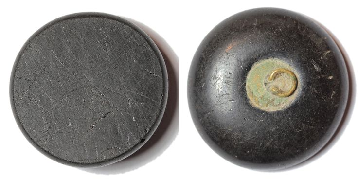 Victorian onyx button. Material: onyx, copper alloy. Diameter: 22 mm. Weight: 4,7g. Found: Lancashire 2016. #metaldetector, # 0426