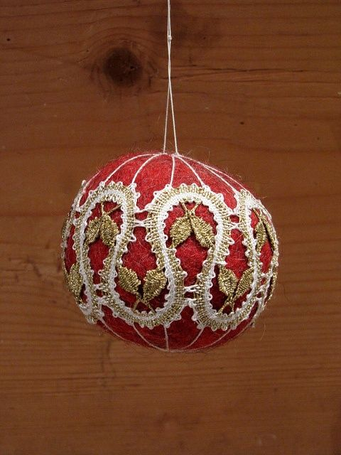Felt Christmas ball with bobbin lace