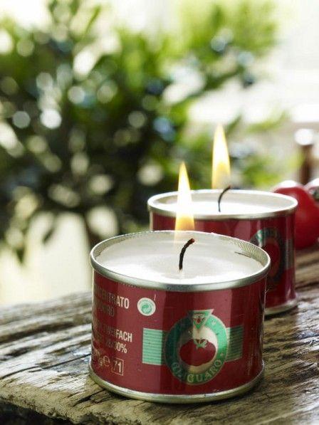 Eine hübsche DIY-Idee für draußen: Kerzen in Dosen! ZUR ANLEITUNG >>
