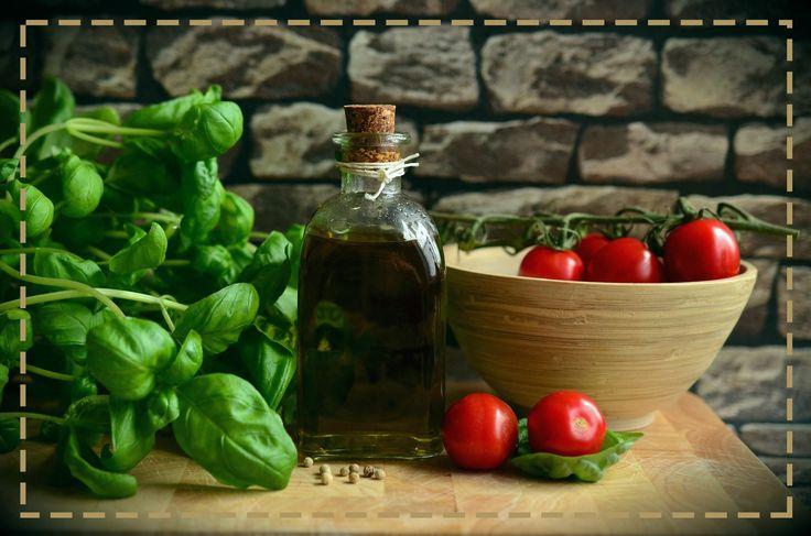 Jedzmy bazylię na zdrowie. Nie tylko dodaje ona potrawom pięknego aromatu, ale i korzystnie działa na nasz układ trawienny -  poprawia trawienie i ułatwia przyswajanie składników odżywczych z pokarmu.
