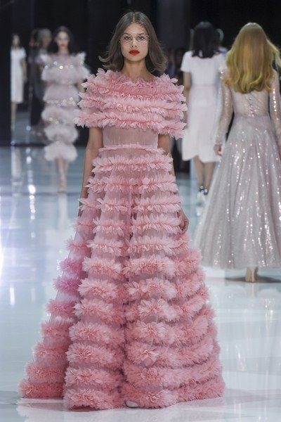 The complete Ralph & Russo Spring 2018 Couture fashion show now on Vogue Runway.