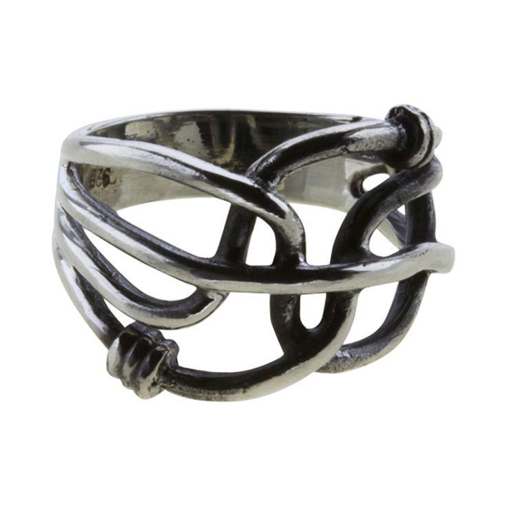 13 mm bred -Viser smedens færdigheder. Knuder uden ender var et symbol for livet med dets evige forandring og af central betydning for datidens mennesker. Ringe, oprindelig ofte armringe, blev brugt til pynt, men også som betalingsmiddel. Vikinger ca. 800 - 1.100 e. Kr.