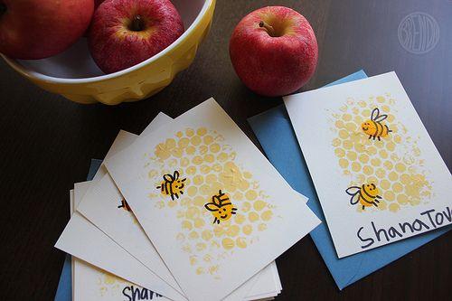 Adorable and EASY craft idea - DIY honeybee cards. Great for Rosh Hashanah (via @Alpha Mom (TM)
