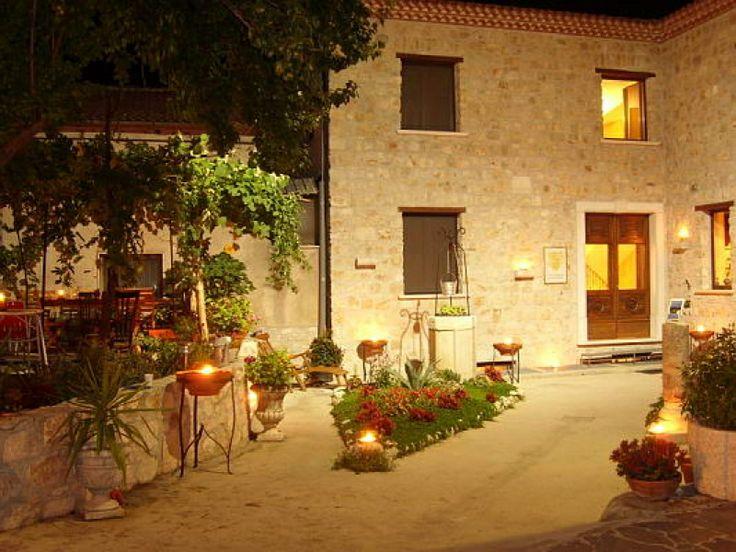 B&B Casa De Nigris | Siamo lieti di ospitarvi nella splendida cornice del Parco Nazionale del Cilento e Vallo di Diano. La dimora ideale per un soggiorno piacevole e suggestivo all'insegna dell'arte e della serenità. | Presente su www.BedAndBreakfastItalia.com #BnBItalia #BnBCampania #BnB #BedAndBreakfast #BeB #BeBItalia #BeBCampania