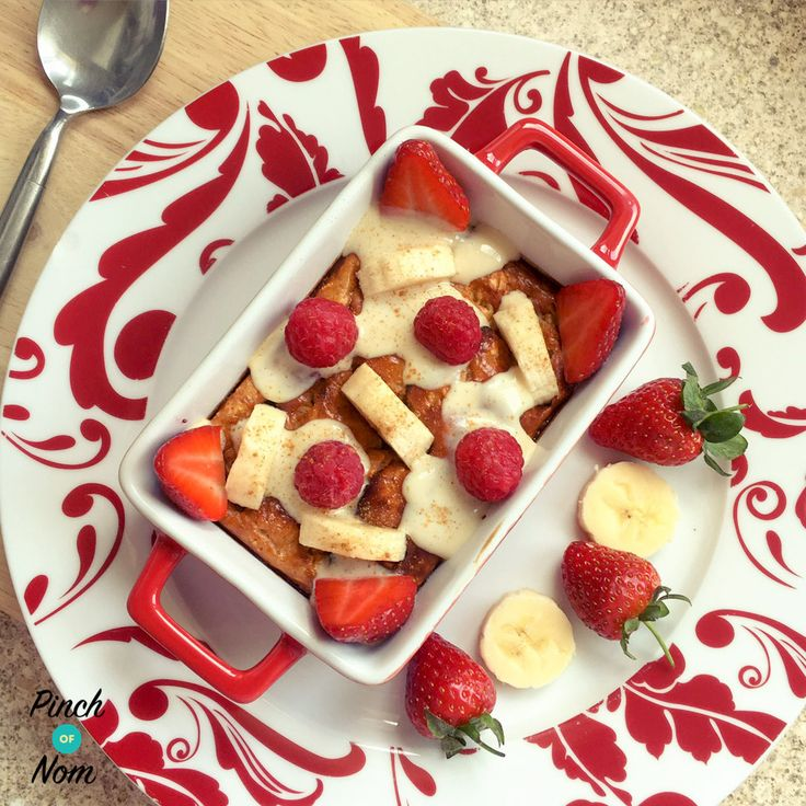 """This 1 Syn Banoffee Baked Oats recipe combines the flavours of one of my favourite desserts """"Banoffee pie"""", but with the health benefits of fresh banana, which contain several essential nutrients, aid digestion, heart health, and weight loss! Baked oats are a huge go-to for me, as they are so simple to make, can easily…"""