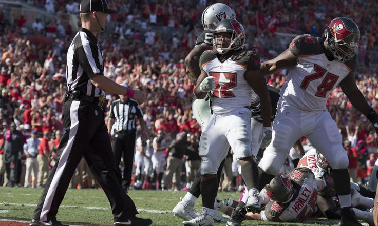 Report: Buccaneers' RB Jacquizz Rodgers suffered foot sprain = The Tampa Bay Buccaneers have had tough luck with injuries to running backs this year and the latest one to go down was Jacquizz Rodgers.  Rodgers left Tampa Bay's 30-24 overtime loss to the Oakland Raiders on Sunday early with.....