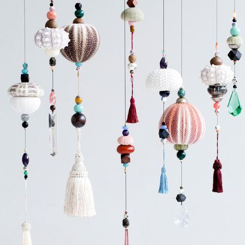 Unique Hanging Decorations found by ButterflyOrbs. Maker of Magical mobiles. Hængende Skulptur m. Søpindsvin af Frederikke Aagaard. Så smukke.