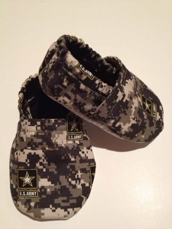 Hey, I found this really awesome Etsy listing at http://www.etsy.com/listing/130122994/military-army-baby-booties