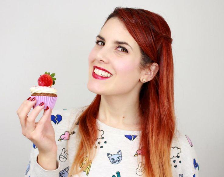 Frutilla Picante. Se define como emprendedora, Youtuber, actriz, cocinera amateur, creativa, loca y bastante cabrona.