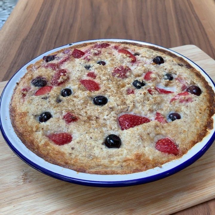 Try These Coconut And Berry Baked Porridge Oats For Breakfast Indie Loved These Too So They Make A Gre Baked Oats Joe Wicks Recipes Nutritious Smoothies