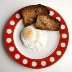 Ever wonder how to make the best poached eggs? See how to make the yummiest eggs without breaking the yolk.