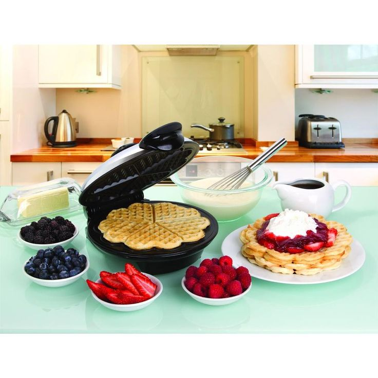 Heart Design Eco Friendly 8 in. Waffle Maker, Black