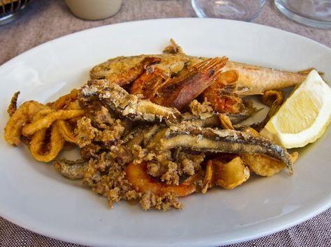 Ottenere una perfetta frittura di pesce diventa un gioco da ragazzi seguendo le nostre indicazioni: scoprite come preparare un fritto misto di pesce insuperabile e tutti i segreti che stanno alla base di un'ottima pastella