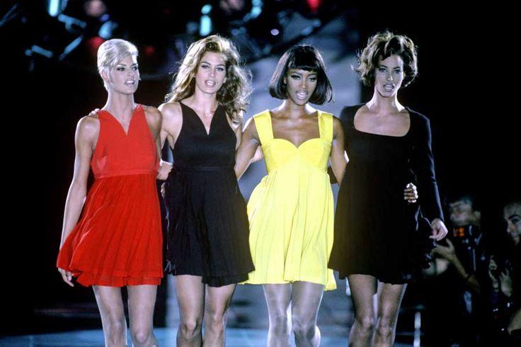 1991年、ランウェイを闊歩するシンディ・クロフォードとトップモデルたち。PHOTO: SHUTTERSTOCK / AFLO