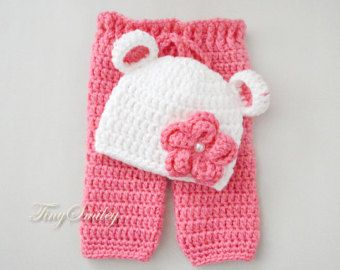 Baby Set, Baby Girl Booties and Headband, White Newborn Set, White Pink Baby Girl Set, Hospital Baby Set, Crochet Baby Set, Newborn Girl Set  CUSTOM COLOURS!  Need this baby girl set in a different colours? Just contact me with the colours you are looking for and I will be happy to set up a custom order for you!  SIZES:  Newborn 0 to 3 months 3 to 6 months  MADE TO ORDER items - my current turnaround time is 3 - 7 working days.   PLEASE NOTE that the colours may vary slightly from the pic...