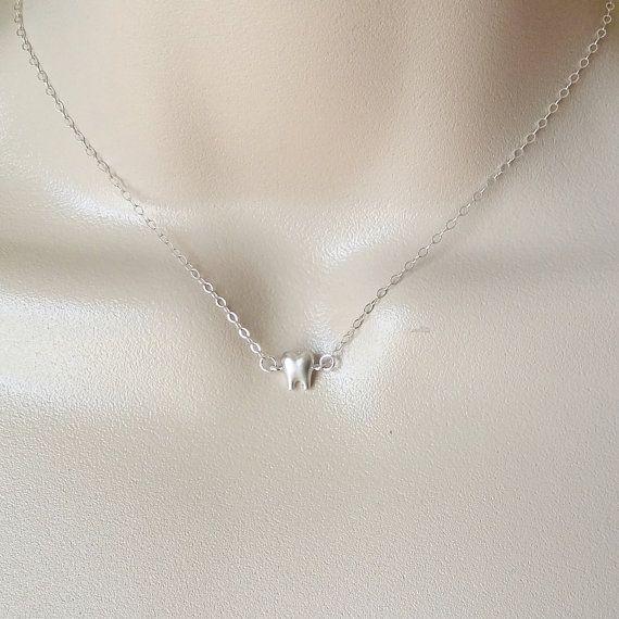 Collar, collar de diente de plata pequeño, dentista collar, collar de plata esterlina, graduación regalo, minúsculo diente de plata, joyería Dental del diente
