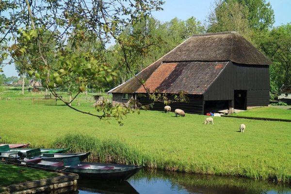 Giethoorn ngôi làng chỉ di chuyển bằng thuyền ở Hà Lan - Noitoiseden.com