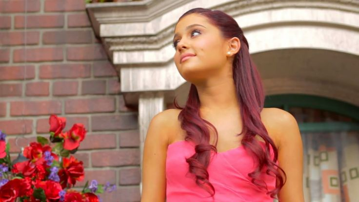 What was the worst moment of #ArianaGrande's life? It had something to do with this photo...