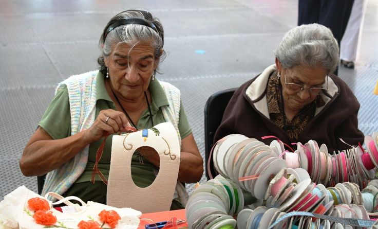 http://www.elheraldoslp.com.mx/2013/11/06/buscan-otorgar-mayores-beneficios-a-los-adultos-mayores/