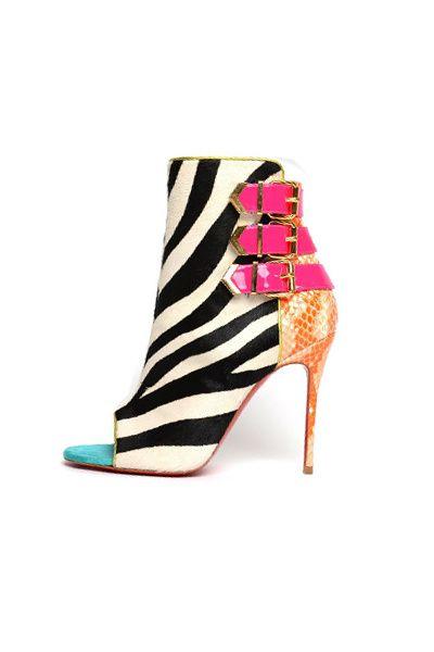 Tendencias: Los zapatos más rompedores de 2013 Botín estampado de cebra con detalles flúor, de Christian Louboutin.