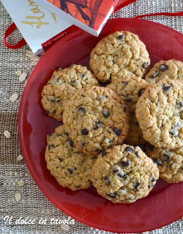 Il dolce in tavola: biscotti ai fiocchi d'avena e cioccolato