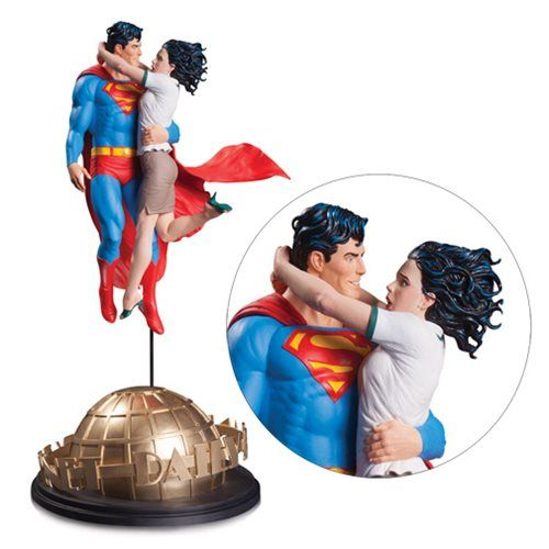 This DC Designer Series Superman and Lois Lane By Gary Frank Statue is artist Gary Frank's vision of the Man of Steel and reporter Lois Lane. It is brought to life in an amazing statue. The scene is completed by the Daily Planet base that Superman hovers above. It is a limited edition o